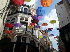 Deventer (fragt mich nich, warum da Schirme hängen. Sind aber hübsch.)