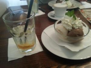 Leckere Kiwi-Limonade! Und Eis.