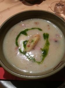 Sauerkrautsuppe mit Schinken und Kartoffelstampf